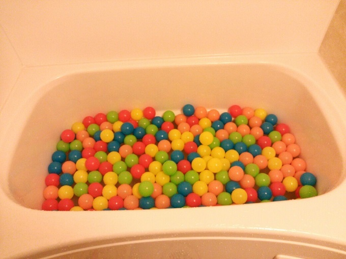 ボールプールならぬボールお風呂